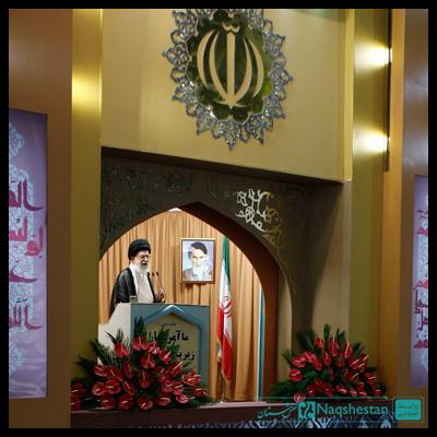 ■ طراحی و ساخت دکور جایگاه سخنرانی رهبر در عید فطر